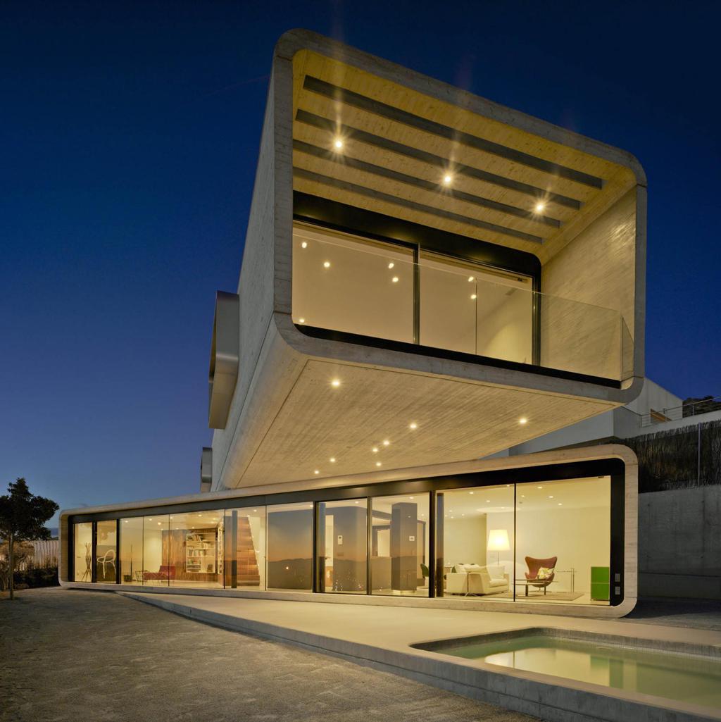 خانه دوبلکس با نمای مدرن