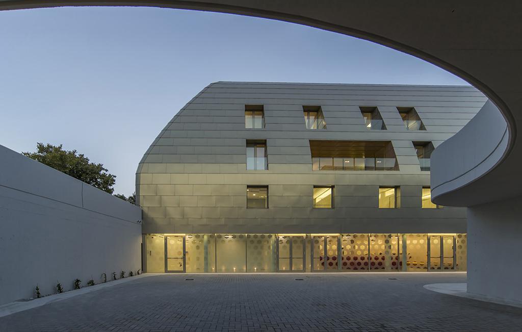 ساختمان اداری بانک