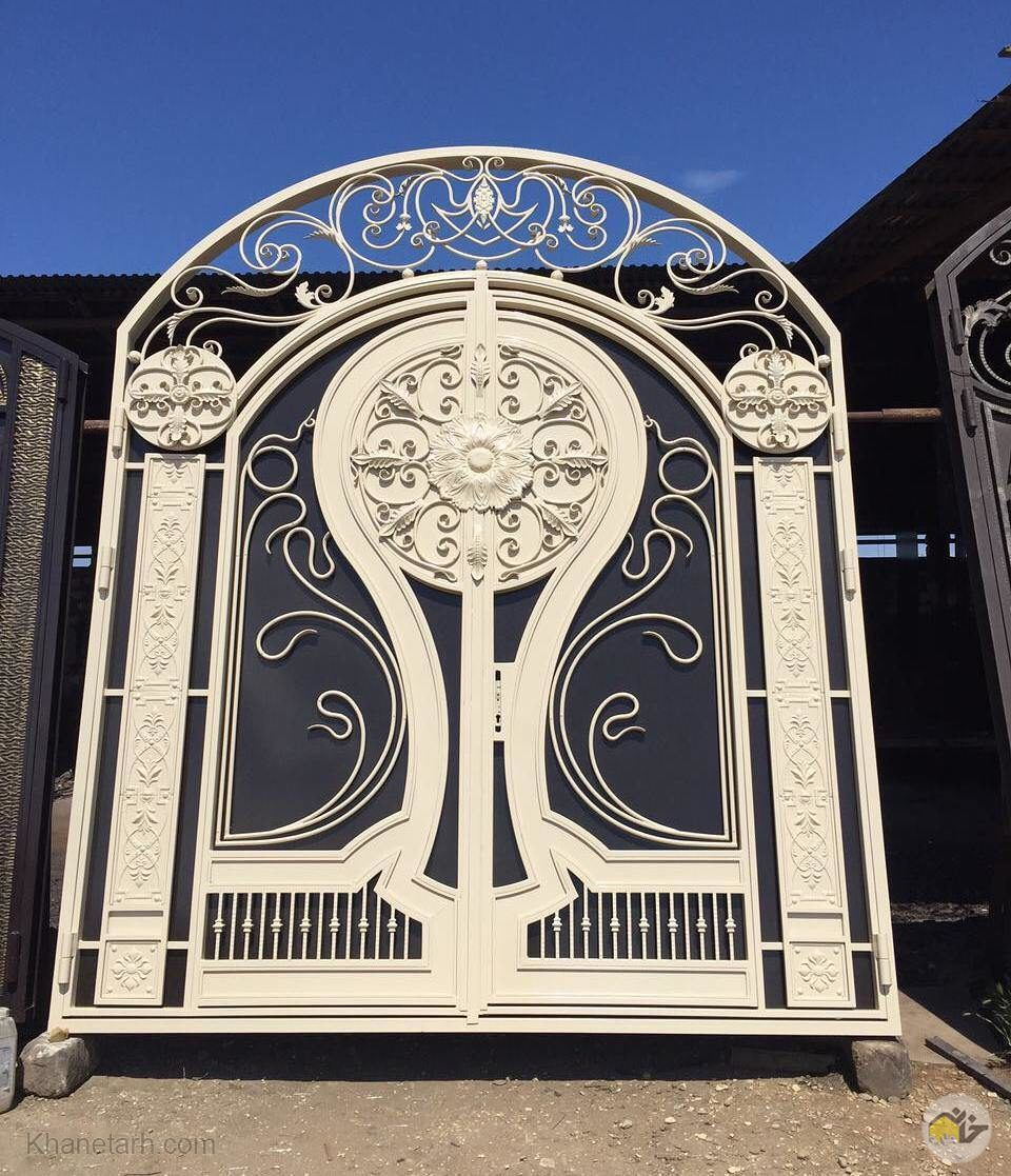 درب ورودی ساختمان آهنی